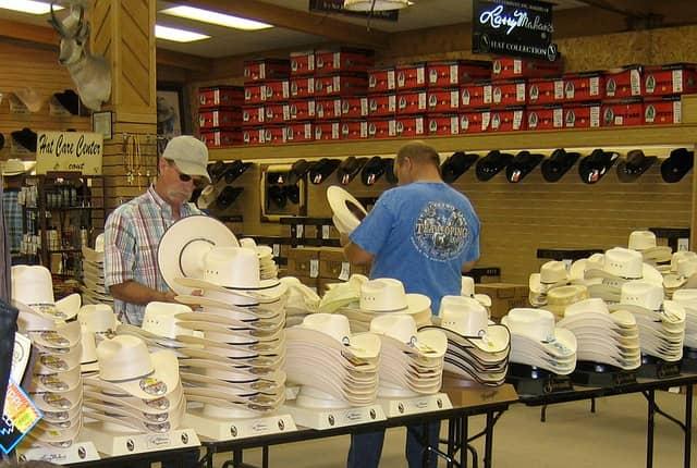Cómo elegir un sombrero cowboy - Aprende Country Line Dance 32e577f8cc7