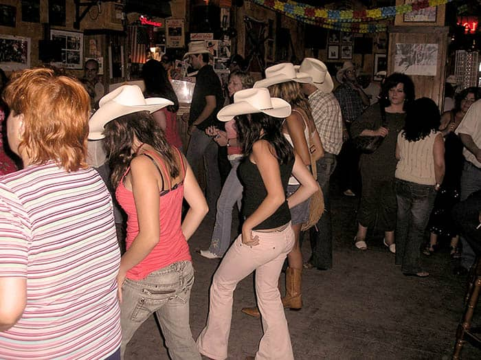 Los mejores bailes de country line dance - Nashville Terrassa