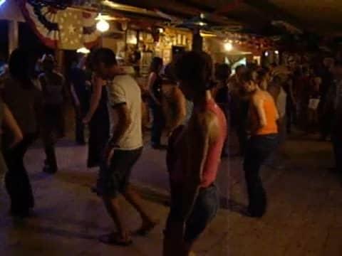 Country Line Dance en vacaciones - Bailando con sandalias